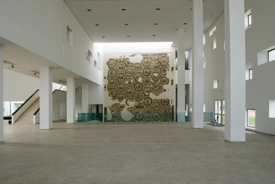 http://www.nouira-architecture.com/files/gimgs/th-14_INT-HALL-PRINCIPAL-03.jpg